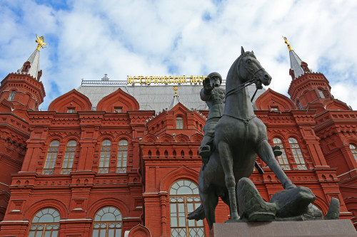 marshal_zhukov_moskva_manezhnaya_ploshchad3.jpg